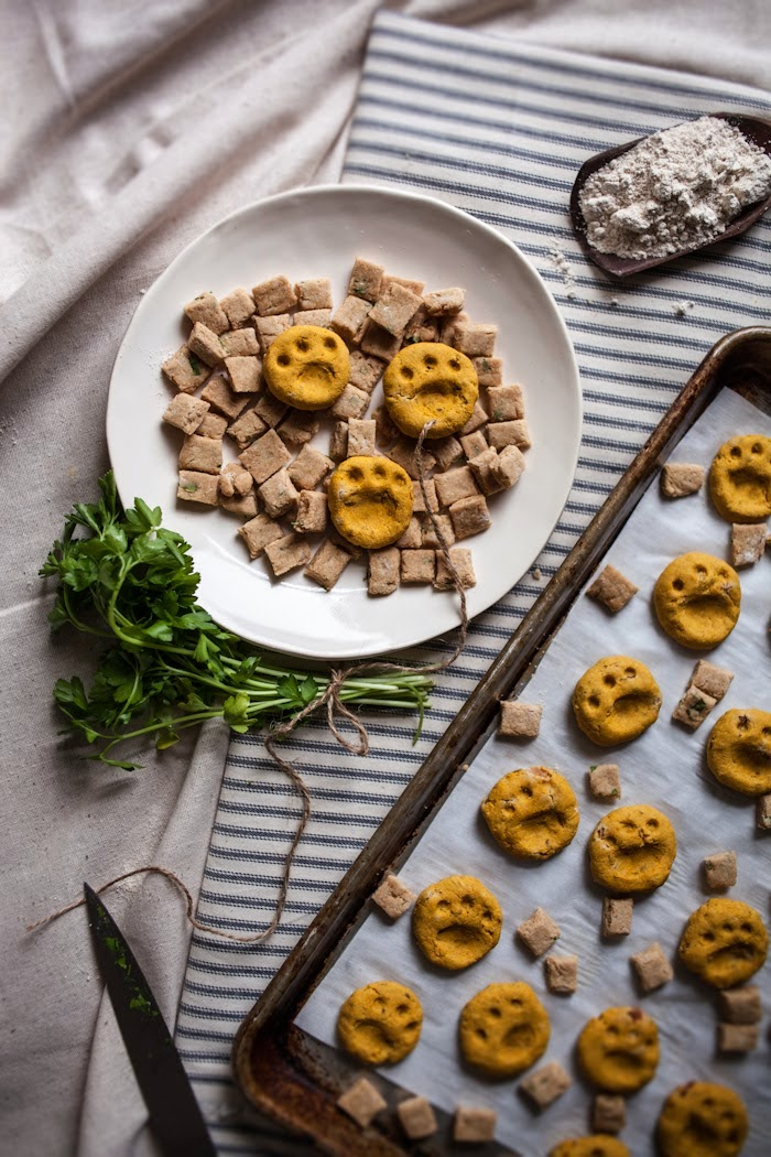 Pumpkin Bacon & Flax Dog Biscuits + Tuna & Cheddar Cat Crisps + A Giveaway