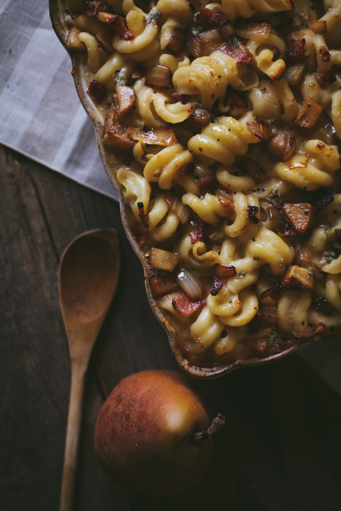 Bacon, Pear, & Blue Cheese Macaroni with Caramelized Onions + A Stitch Giveaway